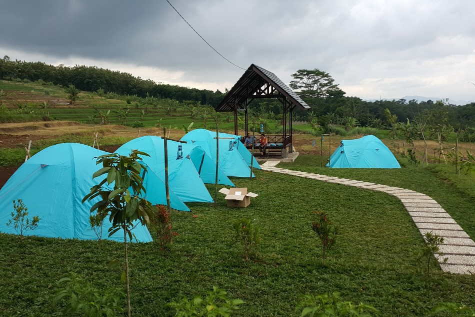 Ngalong di Cikalong, Kemah Berasa Rumah
